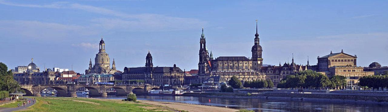 Canaletto-Blick - auf die barocke Dresdner Altstadt | Quelle: Wikimedia Commons/ Guido Radig (bearbeitet)